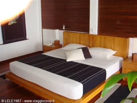 foto letto king size overwater MALDIVE