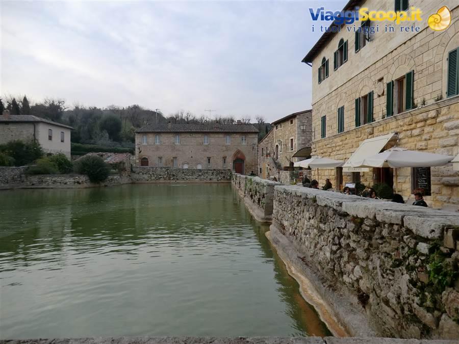 Foto bagno vignoni piscina termale italia