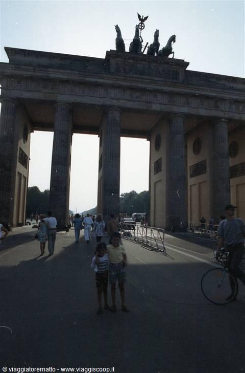In germania con il muro germania - Berlino porta di brandeburgo ...