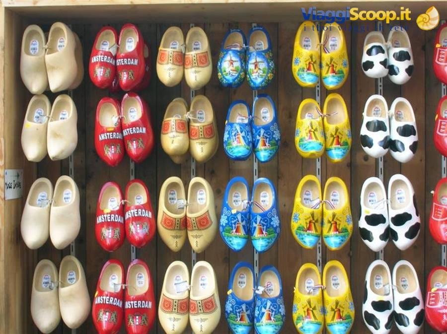 stile distintivo prezzo onesto negozi popolari foto zoccoli olandesi OLANDA