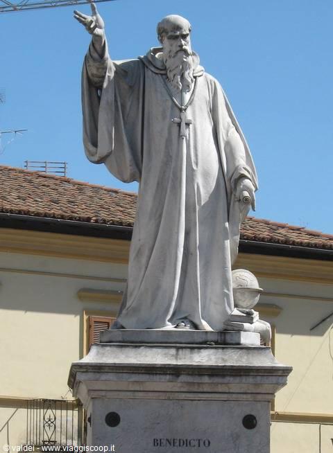 Foto statua di san benedetto italia - Vi metto a tavola san benedetto ...