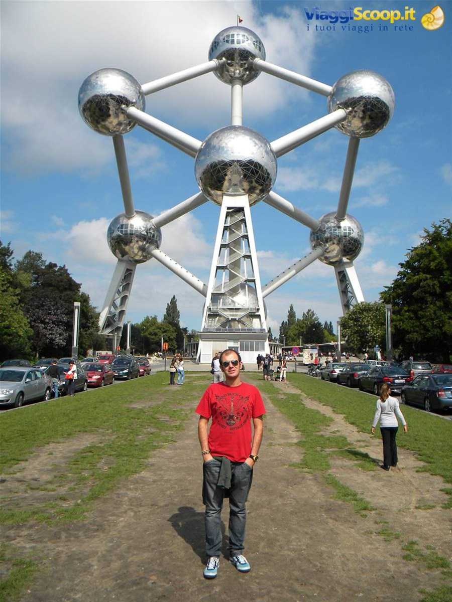 All'Atomium, in una bella giornata di sole BELGIO