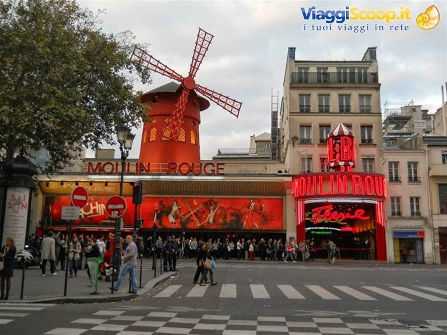 Lo storico Moulin Rouge FRANCIA