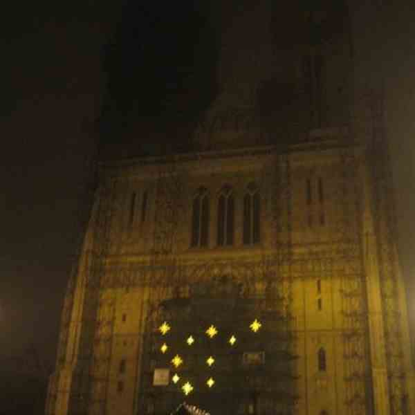 Cattedrale di Zagreb by night & whit rain