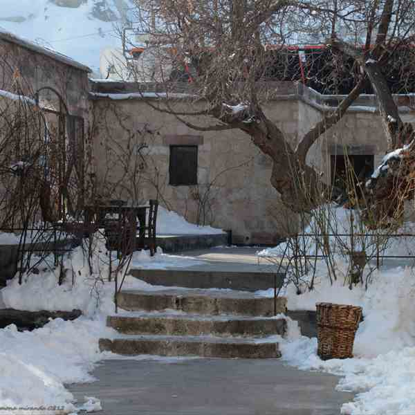 Cortile interno del Dervish Cave House, Goreme